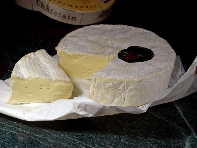 camembert-3550_640